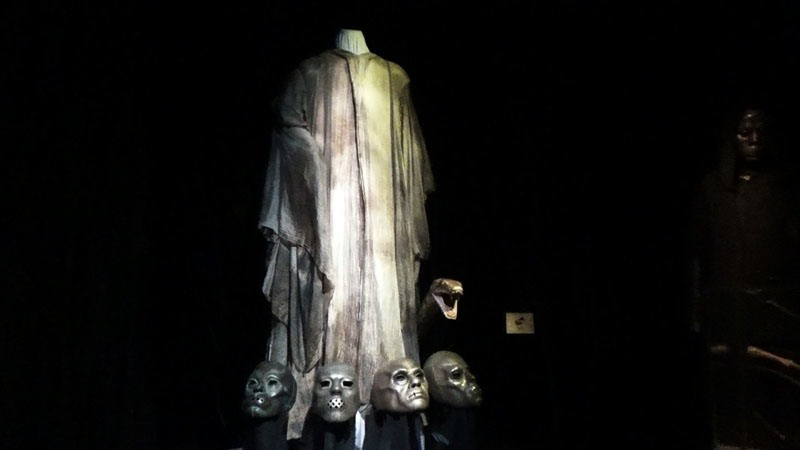 Photo des masques des mangemorts Exposition Harry Potter
